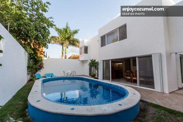 Casa en cozumel de 4 habitaciones con alberca casa oro for Casa con piscina para alquilar